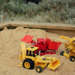 thumbs_outdoors-babies-sandpit-bob